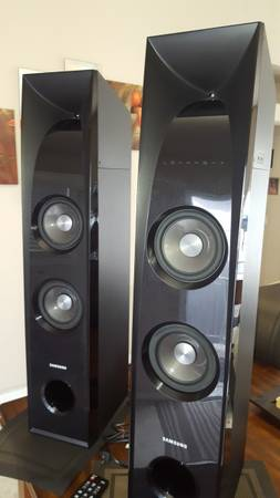 Photo SAMSUNG 2.2 Channel 350W Sound Tower with 6quot Subwoofer - speakers - $250 (CARSON CITY)