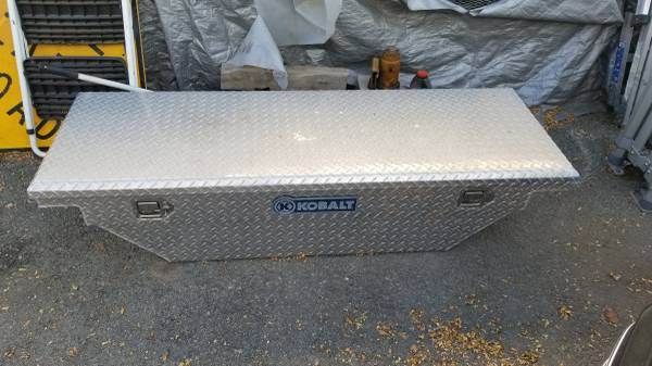 Photo Truck tool box locking with keys 63quot wide off Ford Ranger - $120 (Sun Valley)