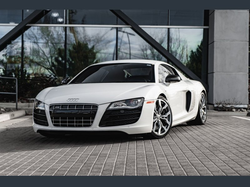 Photo Used 2012 Audi R8 5.2 Coupe for sale