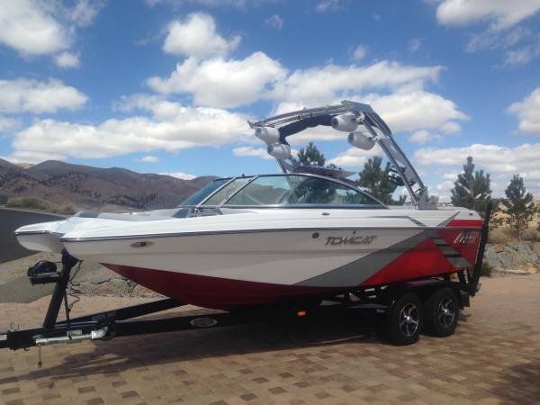 Photo Wakesurfwakeboard boat - 2013 MB sports Tomcat F21 - $55,000 (Tahoe city)