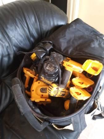 Photo 18 volt Dewalt battery drill set - $225 (Petersburg)