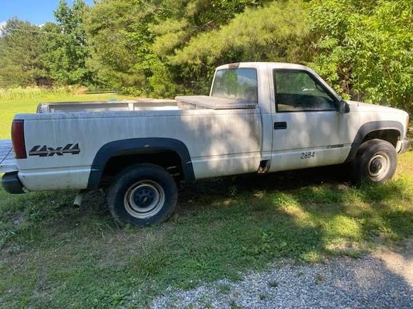 Photo 2000 34 ton Chevy - $1,800 (Hartfield)