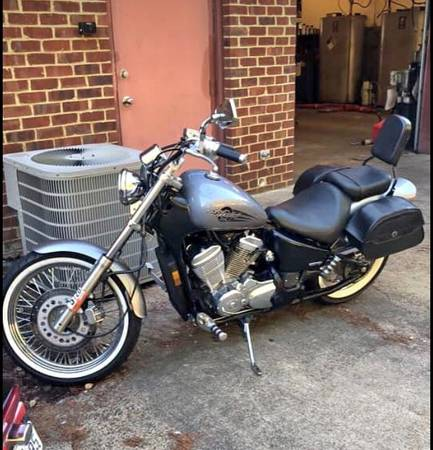 Photo 2004 Honda Shadow 600 Deluxe - $1800