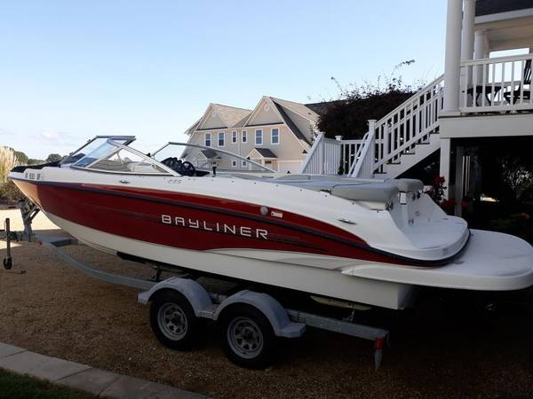 Photo 2011 Bayliner 235 24 ft for sale excellent condition - $21,950 (Tappahannock, VA)