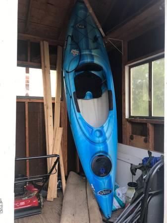 Photo 9ft Pelican Kayak  Paddle - $300 (Richmond)