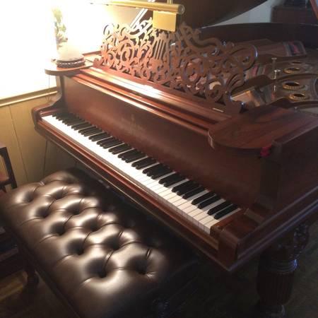 Photo Antique walnut baby grand piano with standard bench (Richmond)