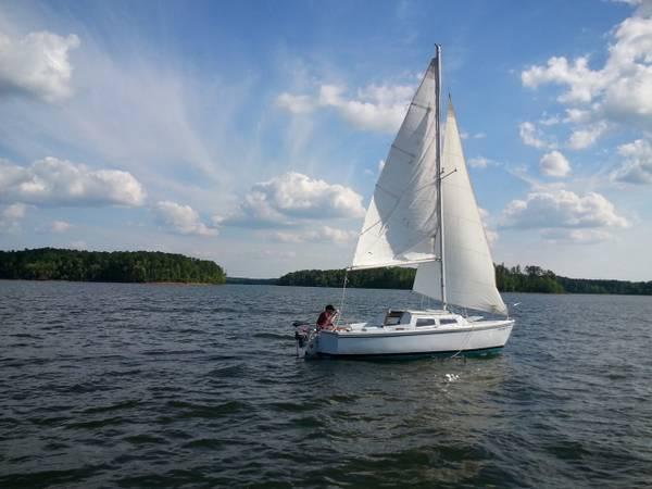 Photo Catalina 22 sailboat - $2000 (Clarksville, VA)
