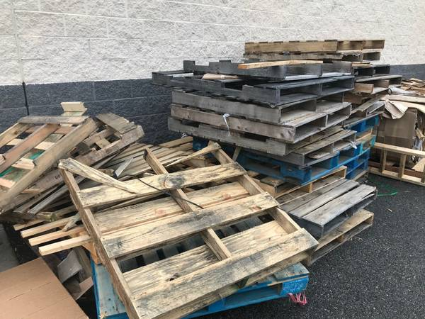 Photo Free Wood Pallets (Prince George)