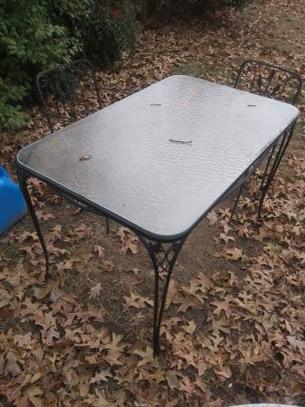 Photo GLASS TOP PATIO TABLE - $25 (Colonial Heights)