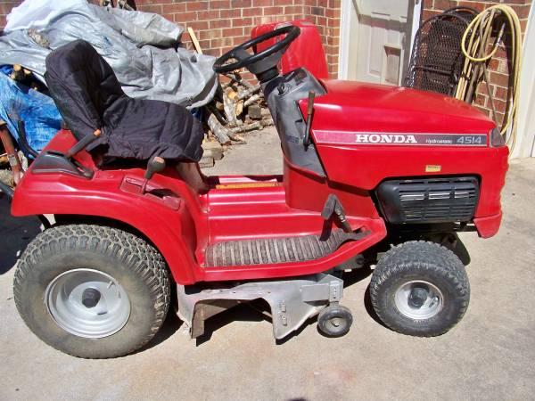 Photo Honda 4514 Lawn Tractor - $750 (Louisa)