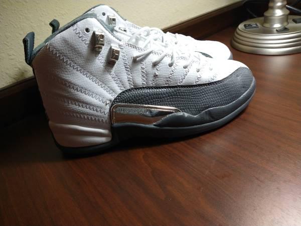 Photo Men39s Jordan retro 12 White and gry sz 8 - $80 (Laburnum ave)