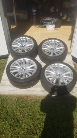 Photo OEM BMW 19quot Wheels - $375 (Richmond)