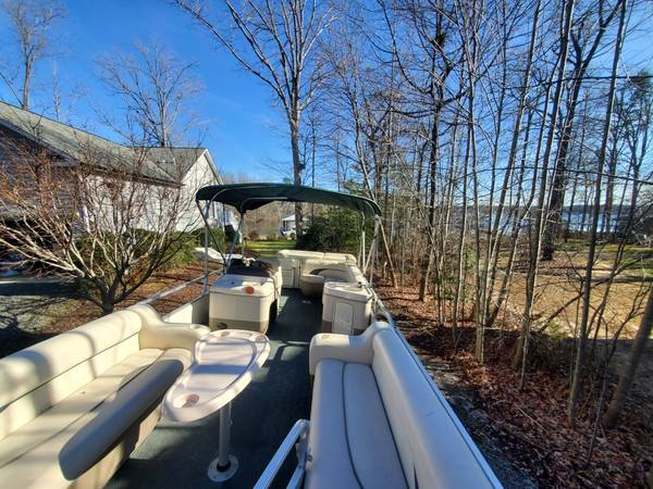 Photo Pontoon Boat For Sale w Trailer Included - $10,900 (Lake Anna)