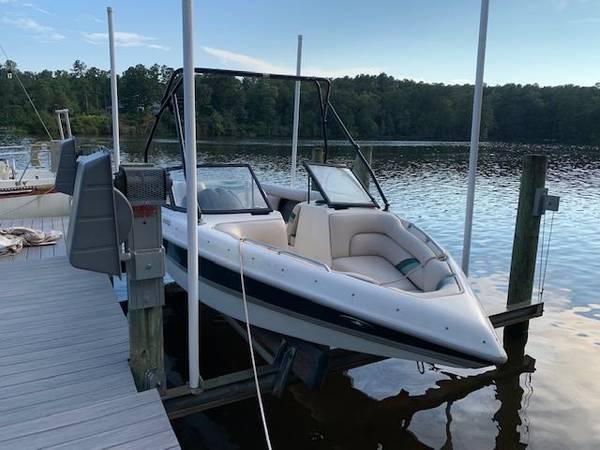 Photo Tige 2100i ski and wakeboard boat - $14,500