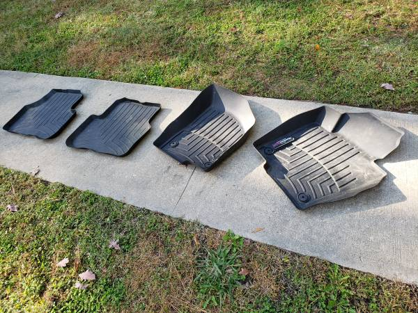 Photo Weather Tech Floor Mat Set(4) 06 VW Passat_NEW - $100 (West End)
