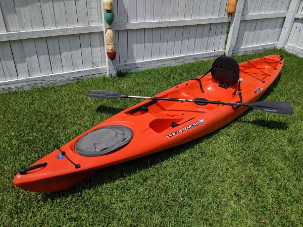 Photo Wilderness Systems Ride 135 Kayak with Paddle - $525 (Norfolk)