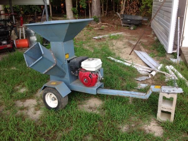 Photo Yard Shark Chipper Shredder - $550 (Toano,Va)