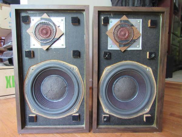 Photo quotSmallerquot Advent speakers in excellent condition - $235 (Midlothian)