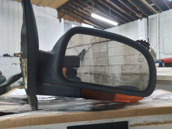 Photo 2002 GMC Envoy passenger side heated mirror with turn signal - $40 (Richmond)