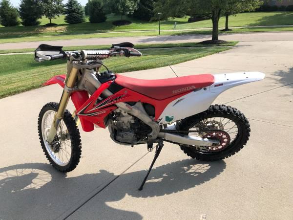 Photo 2011 Honda CRF250R Dirt Bike - $3,850 (Cincinnati)