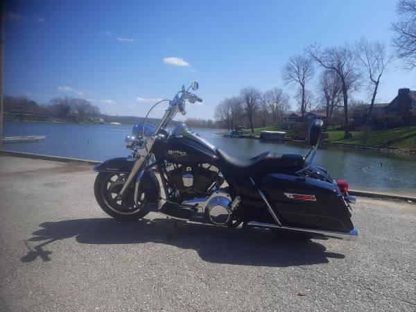 Photo 2016 Harley Davidson FLHR Road King - $13,000 (Martinsville)