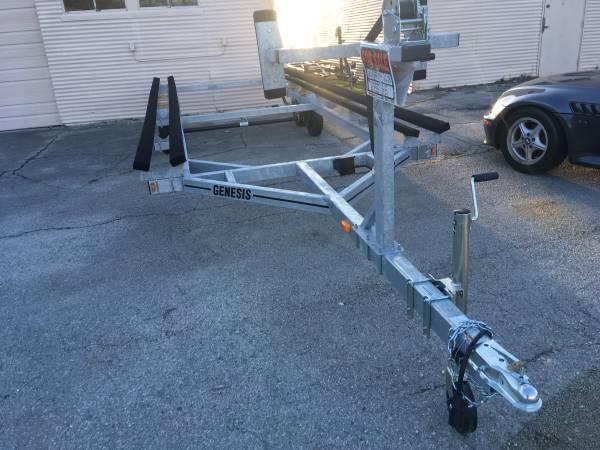 Photo 24 tritoon pontoon trailer-24 used twice - $3,295 (Indian Lake Ohio)