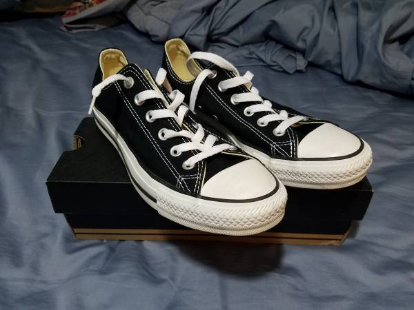 Photo Black and white Converse Mens 6.5  Womens 8.5 - $40 (Fort Thomas, KY)