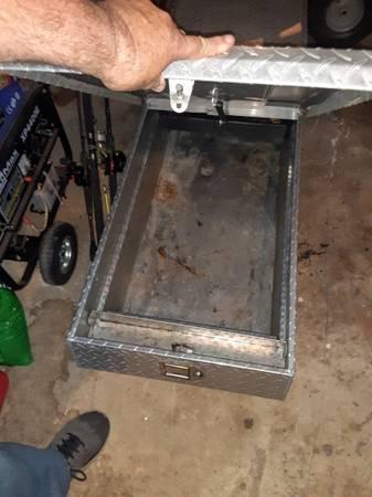 Photo Delta diamond plated toolbox 2-door - $250 (Richmond)