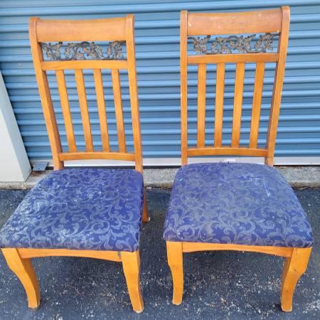Photo Free stuff storage clean out chairs etc (Advantage Storage Maineville)