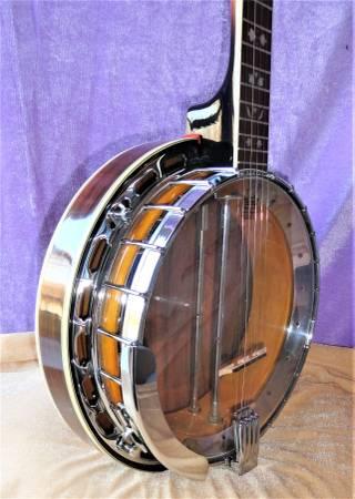 Photo Heartwood 5 String Banjo WCase (Latonia, KY)