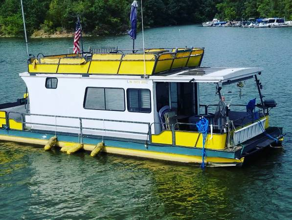 Photo Houseboat for sale in Quakertown,IN..beautiful yellow boat - $19,000 (Quakertown)