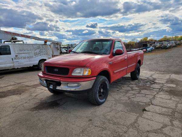 Photo Parting out 1997 Ford F150Call for parts (New Paris)