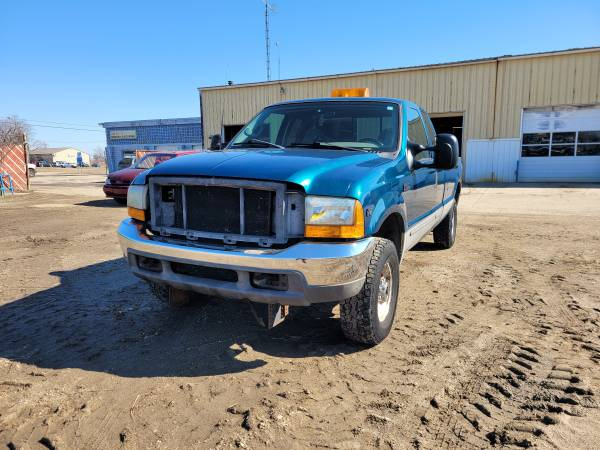 Photo Parting out 2000 Ford F-250 SDCall for parts (New Paris)