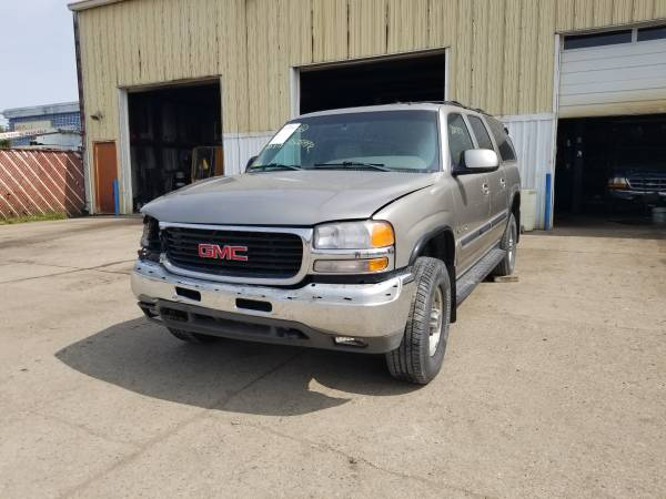 Photo Parting out 2002 GMC Yukon XL 2500 SLTCall for parts (New Paris)