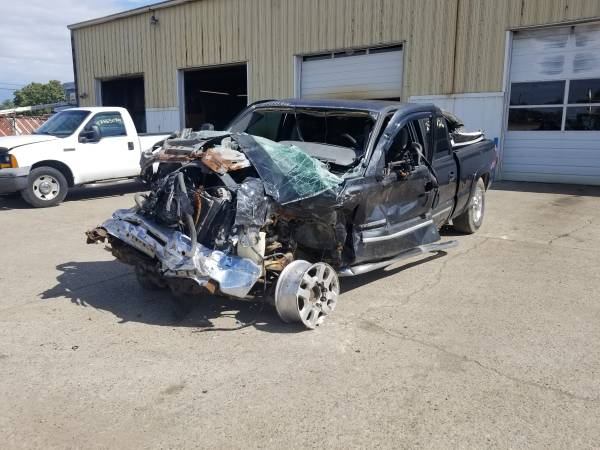 Photo Parting out 2003 Chevrolet Silverado 1500 HDCall for parts (New Paris)