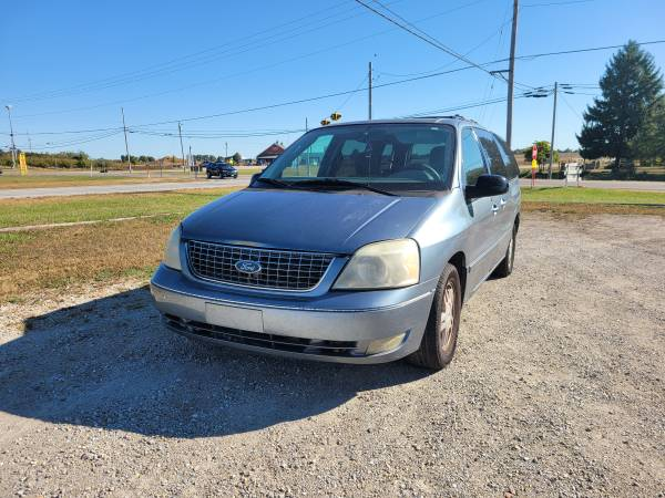 Photo Parting out 2004 Ford FreestarCall for parts (New Paris)
