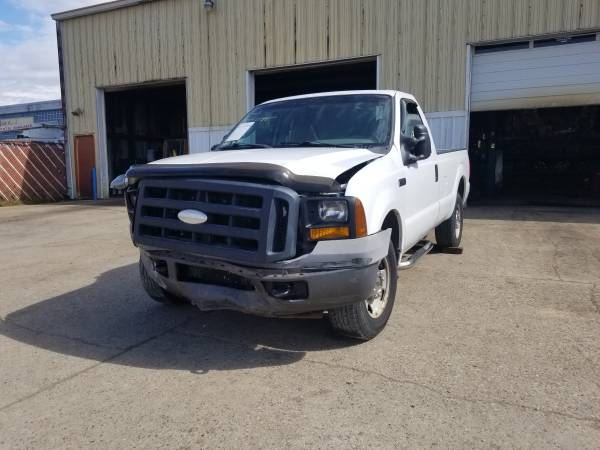 Photo Parting out 2006 Ford F250 SDCall for parts (New Paris)