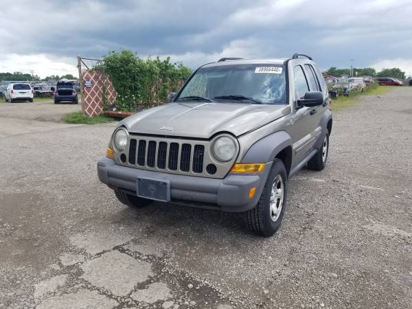 Photo Parting out 2007 Jeep LibertyCall for parts (New Paris)
