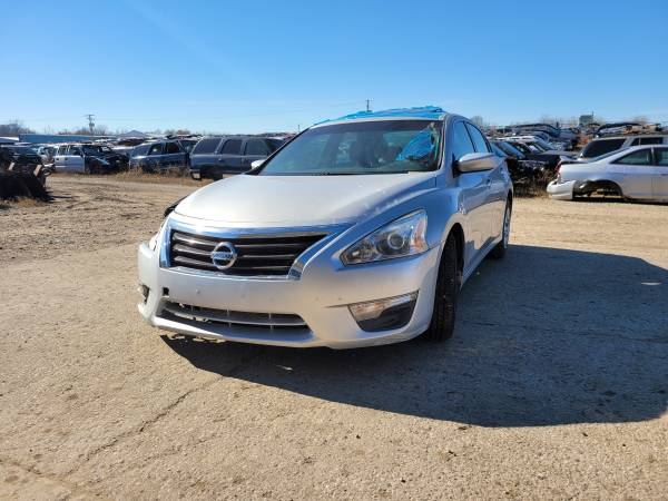 Photo Parting out 2013 Nissan Altima SCall for parts (New Paris)