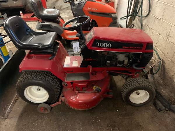 Photo Toro wheel horse mower  yard tractor - $250 (Richmond)