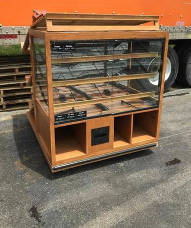 Photo Used wood dry bakery and donuts display case - $750 (Indianapolis)