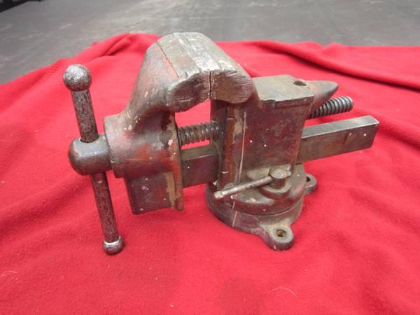 Photo Very Vintage 5210 Craftsman Swivel Bench Vise Anvil with Hardy Hole - $35 (dayton)