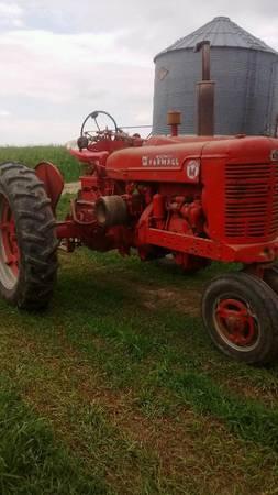 Photo 1953 Farmall Super M tractor, IH, International (Waukon, IA)