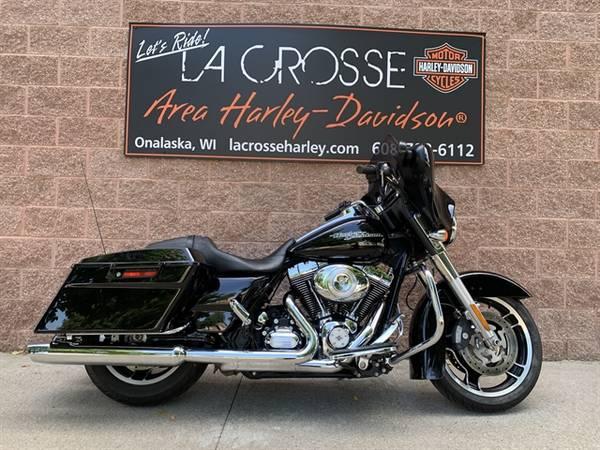 Photo 2013 Harley-Davidson Street Glide La Crosse Area Harley-Davidson - $14,999 (Onalaska)