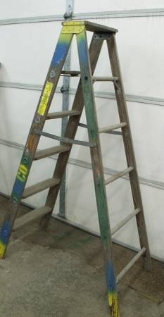 Photo 6 ft. 250 lb. rated commercial wood A frame step ladder - Made in USA - $60 (KASSON)