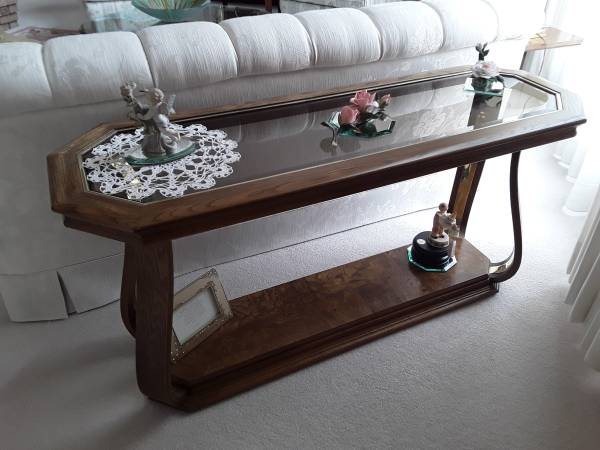 Photo BEVELED GLASS TABLES (La Crosse)