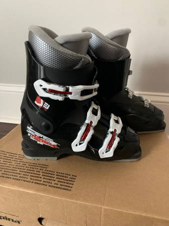 Photo Barely used Alpina 24.5 Downhill Ski Boots - $40 (Rochester)