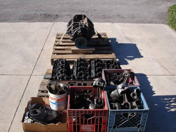 Photo Big Block Chevy Engine Parts - $850 (Dakota)