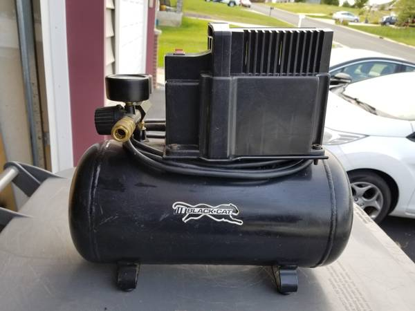 Photo Black Cat portable air compressor with new line and fittings - $50 (Pine island)
