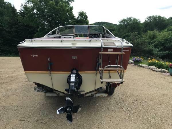 Photo Crestliner boat - $9,000 (Lake City)